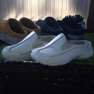 3 pair of easy spirit slip ons size 6